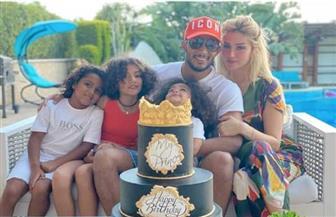 محمد رمضان يحتفل بعيد ميلاده مع زوجته وأولاده