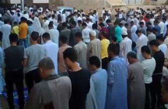 بعد انتشار الفيديو على الإنترنت.. ضبط صاحب فراشة وآخر لتجميع المواطنين لأداء صلاة العيد بأوسيم