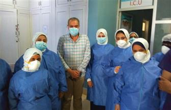وكيل صحة البحر الأحمر يلتقي الطاقم الطبي بمستشفى العزل في الغردقة أول أيام العيد