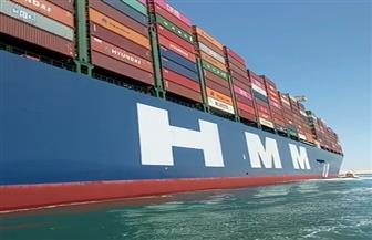 أكبر سفينة حاويات في العالم تعبر قناة السويس الجديدة.. والربان يشيد بإجراءات السلامة البحرية
