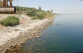 رئيس مركز إسنا يتابع ميدانيا حل مشكلة المياه في قرية الدير