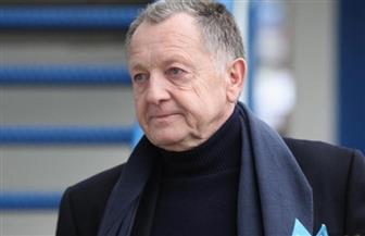 رئيس ليون يطالب الحكومة الفرنسية بإعادة النظر في إنهاء الدوري