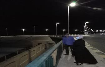 رئيس مدينة سفاجا تتابع صيانة أعمدة الإنارة وتغير الكشافات التالفة نتيجة الأمطار والعواصف | صور