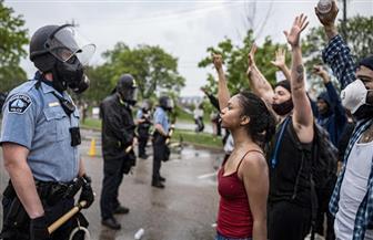 القبض على أكثر من 40 شخصا بنيويورك خلال احتجاجات على وفاة رجل أثناء اعتقاله
