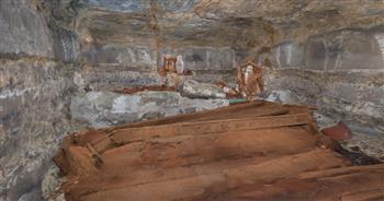 اكتشاف حجرة دفن جديدة بالبئر الملحق بورشة التحنيط بمنطقة آثار سقارة|صور
