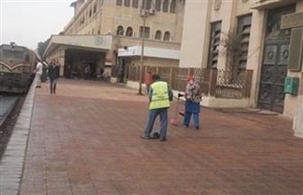 شرطة السكة الحديد تتابع ارتداء الكمامات بمحطة قطارات طنطا