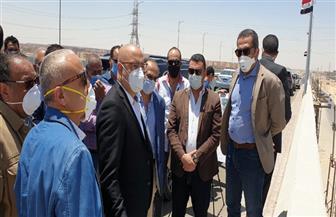 وزير الإسكان يشهد التشغيل التجريبى لأحد الكبارى الجديدة بمدينة 6 أكتوبر تمهيدا للافتتاح | صور