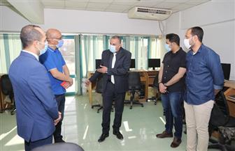 محافظ سوهاج يتفقد تجهيزات استراحة الأطباء بمركز إعداد القادة | صور