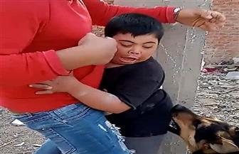 ضبط الشابين أصحاب واقعة مهاجمة طفل من ذوي الهمم بكلب مفترس بالقليوبية