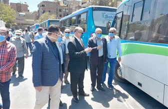 محافظ القاهرة يتفقد مواقف سرفيس ونقل جماعي للتأكد من ارتداء الكمامة | صور