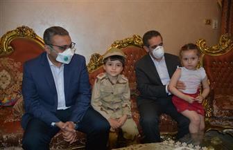 محافظ الغربية يقدم العزاء لأسرة الشهيد محمد فضل الله.. ووالدته: «ابني مش خسارة في مصر» | صور