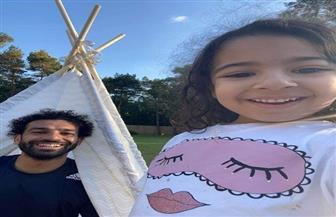 محمد صلاح يلعب مع ابنته مكة أثناء العزل المنزلي |صور