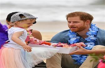 الملكة إليزابيث تهني حفيدها الهارب بعيد ميلاد ابنه الأول