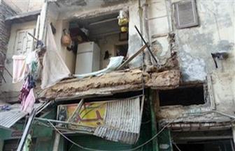 مصرع مواطن وإصابة نجله في سقوط شرفة عقار في الإسكندرية