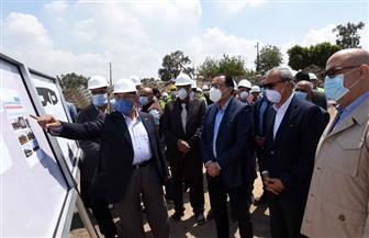 رئيس الوزراء يتفقد الأعمال الإنشائية لمحطة مياه المنشأة الكبرى بكفر شكر