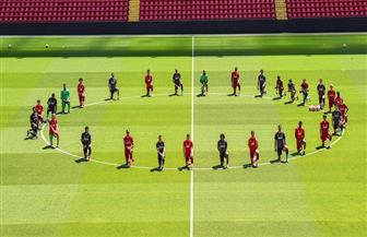 فريق ليفربول «راكعا» من أجل التنديد بمقتل جورج فلويد