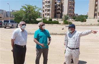 مسئول بهيئة المجتمعات العمرانية يقوم بجولة ميدانية بالتجمع الثالث