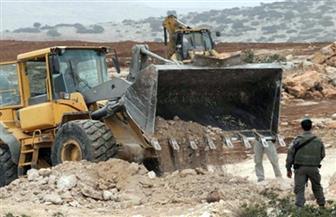 الاحتلال الإسرائيلي يواصل تجريف أراضي الفلسطينيين شرق غزة