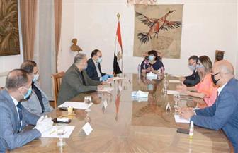 وزيرة الثقافة تجتمع برؤساء القطاعات لمناقشة خطة العمل عقب عودة الحياة لطبيعتها | صور
