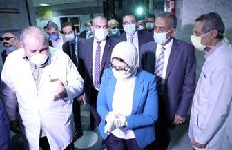 وزيرة الصحة توجه بزيادة عدد أسرة الرعاية وأجهزة التنفس الصناعي بمستشفيات القاهرة|صور