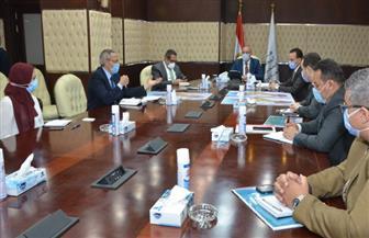 وزير الإسكان يستعرض المخطط الاستراتيجى العام لمدينة السويس الجديدة