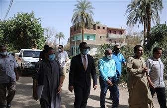 نائب محافظ قنا يكلف الري بتطهير ترعة سيالة الطينة بقرية جزيرة الطويرات | صور