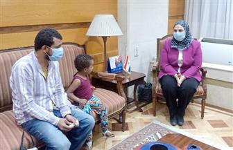 القباج تستقبل المواطن أحمد خليل الذي انتشرت صورته على السوشيال ميديا مع ابنته| صور