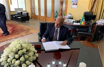 مندوب مصر بالاتحاد الإفريقي يوقع بدفتر التعازي في رئيس بوروندى  صور
