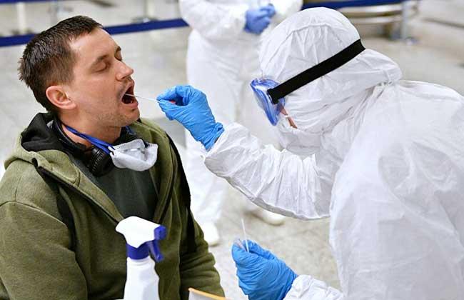سيناتور أمريكي يعرب عن أمله في إصابة المزيد بكورونا لخلق مناعة القطيع