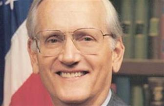 وفاة وليام سيشنز مدير مكتب التحقيقات الاتحادي الأمريكي السابق عن 90 عاما
