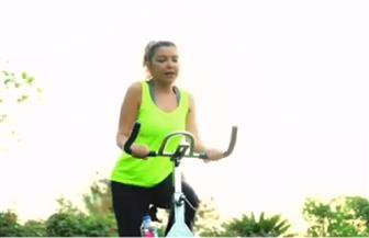 كيف تستغل سميرة سعيد فترة الحظر المنزلي؟ | فيديو