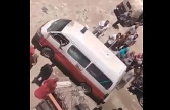 ننشر فيديو لنقل جثمان موظف سقط من الطابق التاسع بالنزهة الجديدة