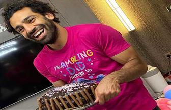 محمد صلاح يحتفل بعيد ميلاده الثامن والعشرين داخل منزله