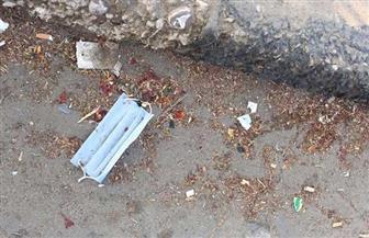 «الكمامات المستعملة».. فيروس قاتل يطارد المواطنين في الشوارع.. وخبراء يحددون طرق التخلص الآمن | صور