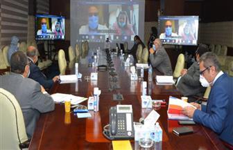 وزير الإسكان يعقد 3 اجتماعات متواصلة عبر الفيديوكونفرانس | صور