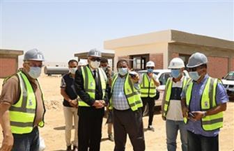 محافظ قنا يتابع تنفيذ المرحلة الأولى لمشروع الصرف الصحي لقرى شمال المحافظة | صور