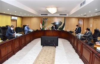 محافظ الفيوم يعقد اجتماعا مع لجنة مكافحة كورونا | صور