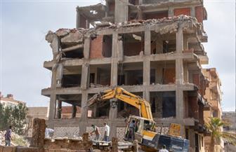 محافظ الإسكندرية يقود حملة لإزالة العقارات المخالفة | صور