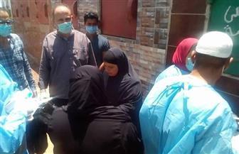 دفن جثمان الطبيب رامي الديب ضحية فيروس كورونا في مسقط رأسه بسيون بالغربية | صور