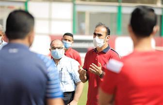 عبدالحفيظ يجتمع بموظفي وعمال فريق الكرة