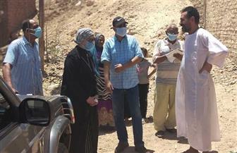 رئيسة مدينة سفاجا تتفقد الجبال المحيطة بمنطقة زرزارة العشوائية | صور