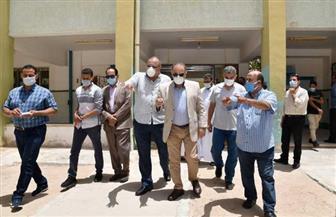 سكرتير عام محافظة مطروح يتفقد تجهيز لجان الثانوية العامة للامتحانات  | صور