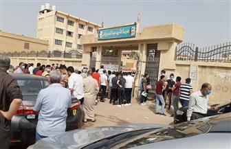 تفريق تجمعات أهالي الطلبة أمام بعض المدارس قبل بدء امتحانات الثانوية العامة