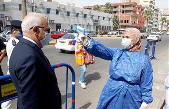 محافظ بورسعيد يتفقد لجان الثانوية العامة وينتقد تكدس أولياء الأمور أمام اللجان |صور