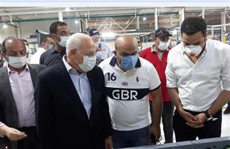 محافظ بورسعيد يتفقد مصنع الإطارات بالمنطقة الصناعية | صور
