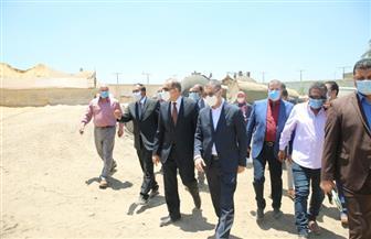 محافظ كفرالشيخ يتفقد المشروع الإنتاجي لرصف الطرق والموقف القديم | صور
