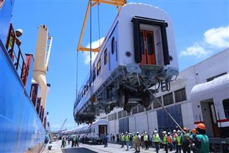 وزير النقل يتابع استكمال أعمال استلام الدفعة الأولى من عربات الركاب الجديدة بميناء الإسكندرية | صور
