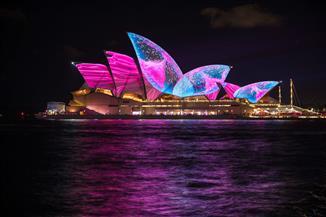إضاءة دار أوبرا سيدني وبرج السماء في نيوزيلندا لدعم ملف استضافة مونديال السيدات 2023