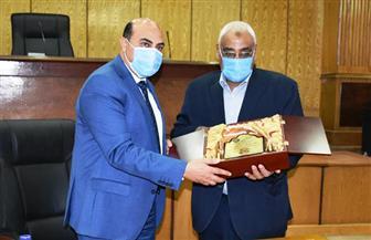 محافظ أسوان يتولي الرئاسة الشرفية لنادي أسوان الرياضي| صور