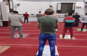 اليوم الثاني لفتح المساجد.. المصلون يلتزمون بضوابط الأوقاف | صور
